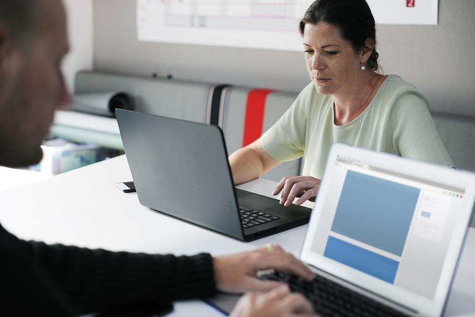 تفاوت هاست اشتراکی و سرور اختصاصی – بهترین گزینه برای شما چیست؟